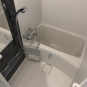 お風呂はちょっとコンパクト。掃除も楽々。