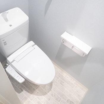 トイレはやや狭めかな。※写真は同間取り別部屋のものです。