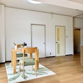 キッチン側のスペースはダイニングとして。(※写真の家具・小物は見本です)