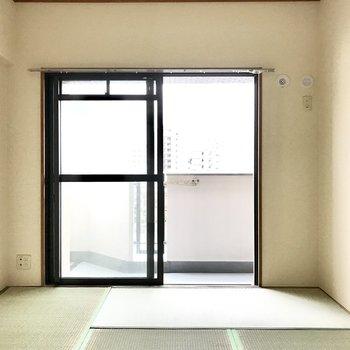 きました和室。こたつの準備はOK?(※写真は8階の同間取り別部屋、清掃前のものです)