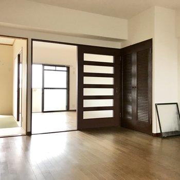 洋室と和室、どっちもゲット!(※写真は8階の同間取り別部屋、清掃前のものです)