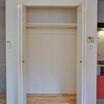 収納スペースもまずまず。※写真は101号室のもの
