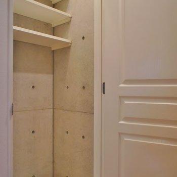 洗濯機は隠せます。※写真は101号室のもの