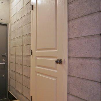 扉とかイチイチ可愛すぎ!。※写真は101号室のもの