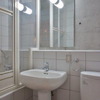 小さいながら洗面もあって◎。※写真は101号室のもの