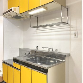 明るい黄色※写真は3階の同間取り別部屋のものです