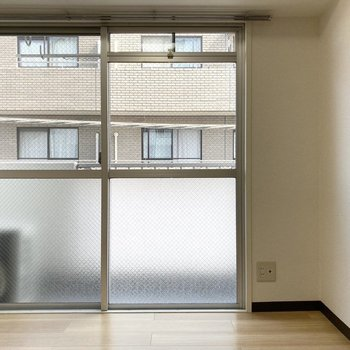 床の木目も美しいです※写真は3階の同間取り別部屋のものです