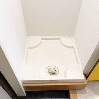 玄関横には洗濯機置き場※写真は3階の同間取り別部屋のものです