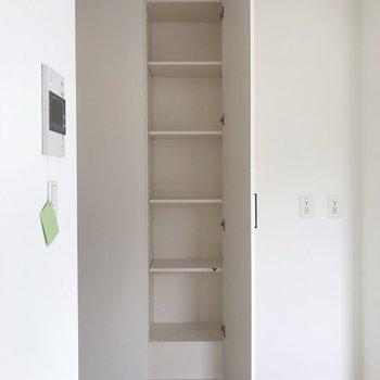 【LDK】小さな収納棚があります