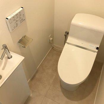 嬉しい温水洗浄便座です!