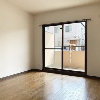 6帖の洋室。エアコン設置可能です