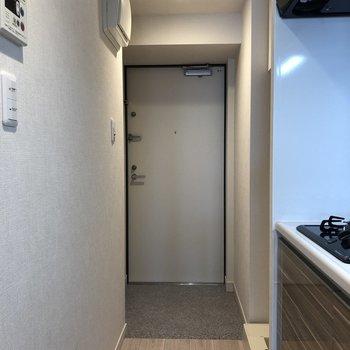 靴の脱ぎ履きがしやすい広さの玄関。※写真は5階の同間取り別部屋のものです