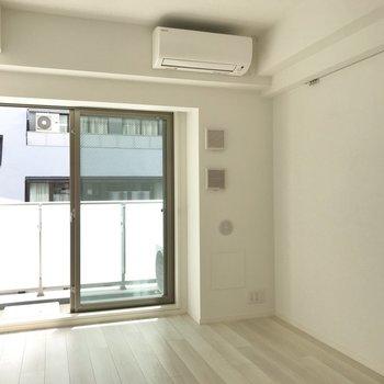 光が入るとぱっと明るくなります※写真は5階同間取り別部屋のものです