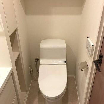 嬉しい温水洗浄便座!※写真は5階同間取り別部屋のものです