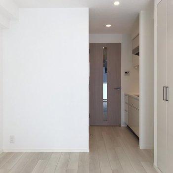 きゅきゅっとしたフローリング床※写真は5階同間取り別部屋のものです
