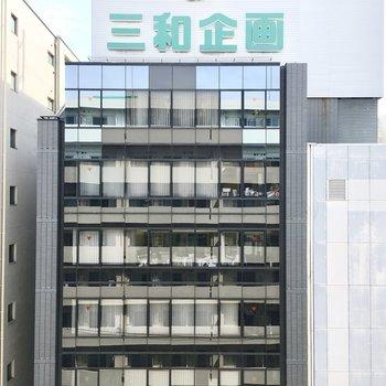 眺望はお向かいのオフィスビル。※写真は6階同間取り・別部屋のものです