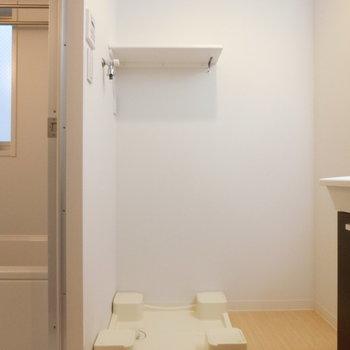 こちらは室内洗濯機置場※写真は3階の同間取り別部屋のものです