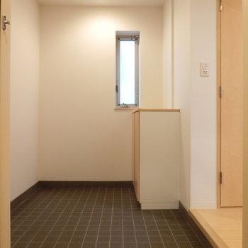 広々玄関になにか物を置きたくなりますね!※写真は3階の同間取り別部屋のものです
