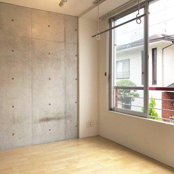 窓が大きい分光が沢山入ってくれます。※写真は2階の同間取り別部屋のものです
