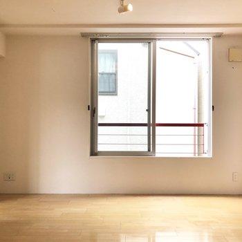 ここにはダイニングテーブルを置こうかな。※写真は2階の同間取り別部屋のものです