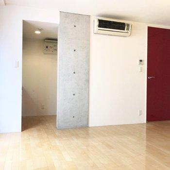 この角度、色々な素材が見えて面白い。※写真は2階の同間取り別部屋のものです