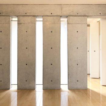美術館のようなデザイン。※写真は2階の同間取り別部屋のものです
