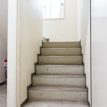 お部屋までは階段です。
