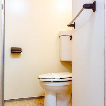 脱衣所から個室トイレです。(※写真は4階の同間取り別部屋のものです)
