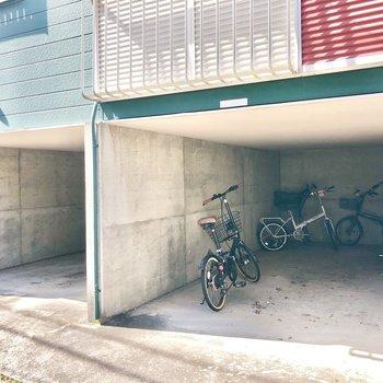 広々な駐輪場もありました。
