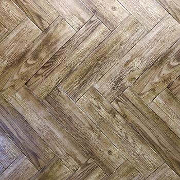 床がヘリンボーンです。