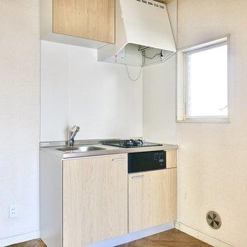キッチンはシンプルなデザイン。