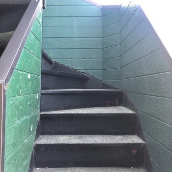 階段幅はありましたよ。