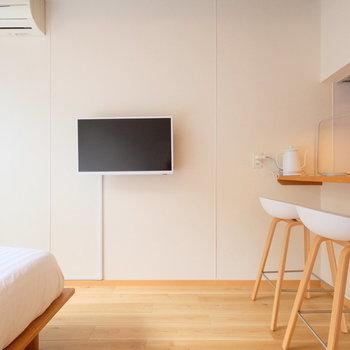 テレビは壁付けで使い勝手良し