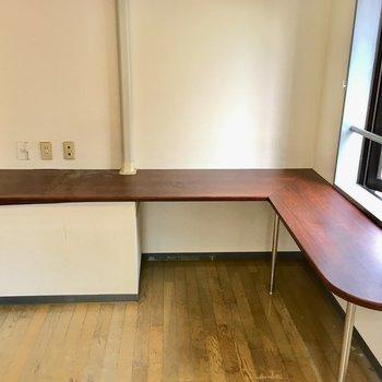 カウンターテーブルは使い勝手がいいですね。