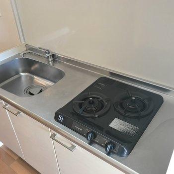 少しコンパクトめなサイズ感。作業台を設置すれば料理の幅がもっと広がりますよ。