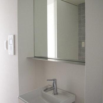 おしゃれなデザインの洗面台※写真同間取り・別部屋のもの