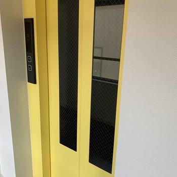 エレベーター付きです かわいい黄色