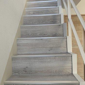 さぁ上の階に上がりましよう!