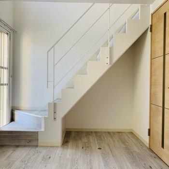 下の階の8.3帖 階段下も有効活用しましょ