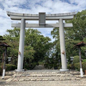 立派な鳥居のある大きな神社です。