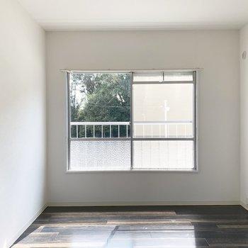以前の面影を残した窓が素敵です。