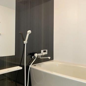 浴室内もお部屋とカラーを統一。