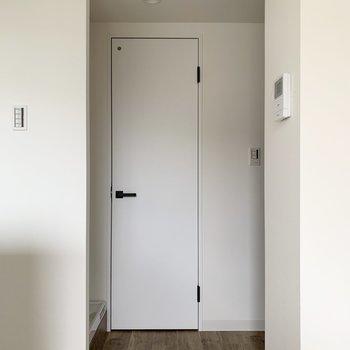 廊下の方へいきましょう。