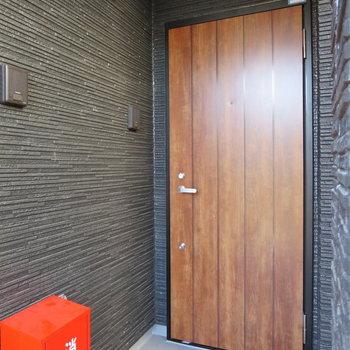 木の扉がステキな共用部