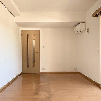 【LDK】シンプルな内装なので家具を置きやすそう。※写真は前回募集時のものです