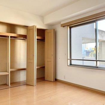 【洋室】大容量の収納がありがたいですね。※写真は前回募集時のものです