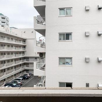 眺望はご近所のマンションです。