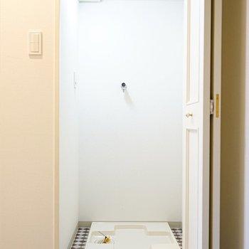 洗濯機置場は、玄関入ってすぐ正面!