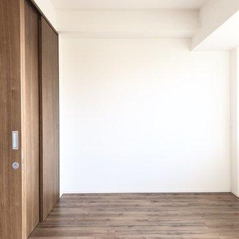 【洋室3.9帖】書斎にちょうどいい広さですね。