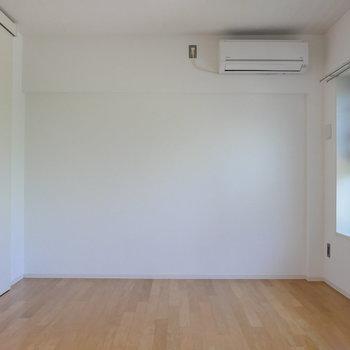 【洋室】エアコンがあるの、嬉しいですね。※写真は4階の同間取り別部屋のものです